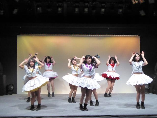北海道の人気アイドル、フルーティーによるライブ