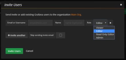 図29 新たに作成したいユーザーのメールアドレスもしくはユーザー名と役割を入力し「Invite Users」をクリックする